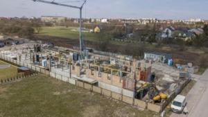 Zdjęcia z budowy z 9.04.2021, nowe mieszkania, Busko-Zdrój ul. Młyńska (zdj. 11)